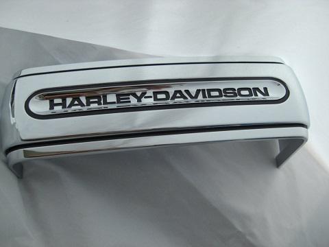 harley davidson batteriehalteband mit schriftzug verchromt. Black Bedroom Furniture Sets. Home Design Ideas